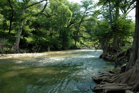 Luxury Retreat on Guadalupe River in New Braunfels - New Braunfels - Appartement en résidence