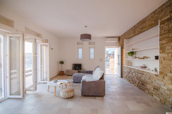 'Sea and Sun' Cycladic house in Milopotas (IOS)