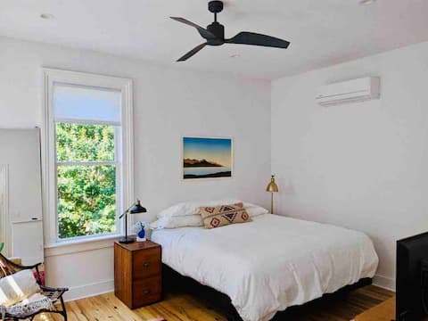 cozy urban oasis-historic w/free private parking
