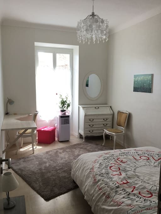 Chambre climatis e et cosy nice centre chambres d for Chambre d hote nice