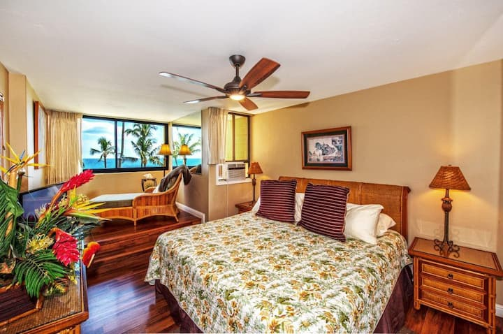 KR302-Life is Better by the Beach! Remodeled Condo has Direct Ocean Views
