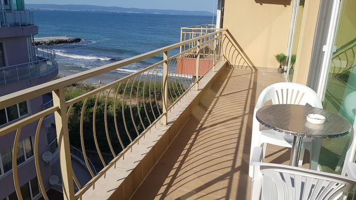 Apartment on the beach in Pomorie