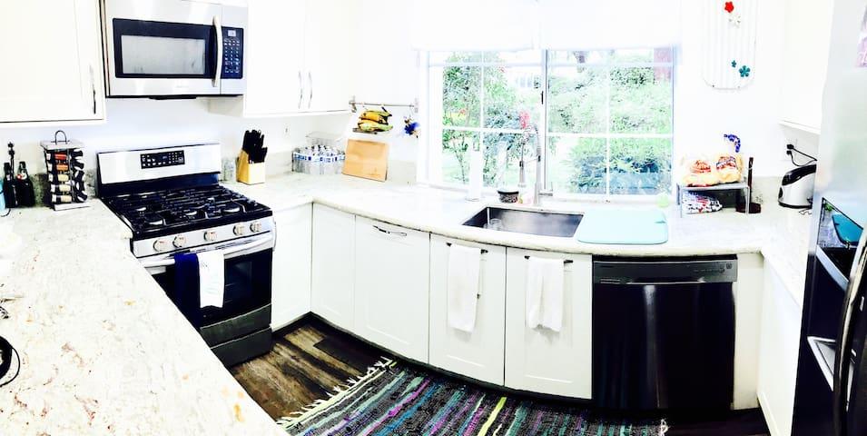2 BR Bright &a Cozy Modern Palace - Rancho Santa Margarita - Rumah