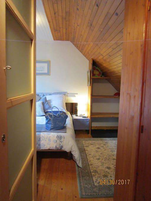 accès privé à la chambre avec rangements