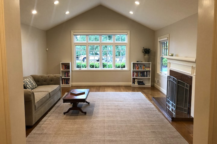 4-Bedroom in Burlingame's Charming Easton Addition