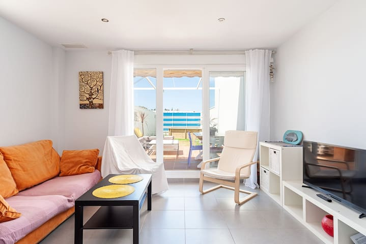 *Only for families* Modern Holiday Apartment with Sea View, Wi-Fi, Pool, Garden & Terrace