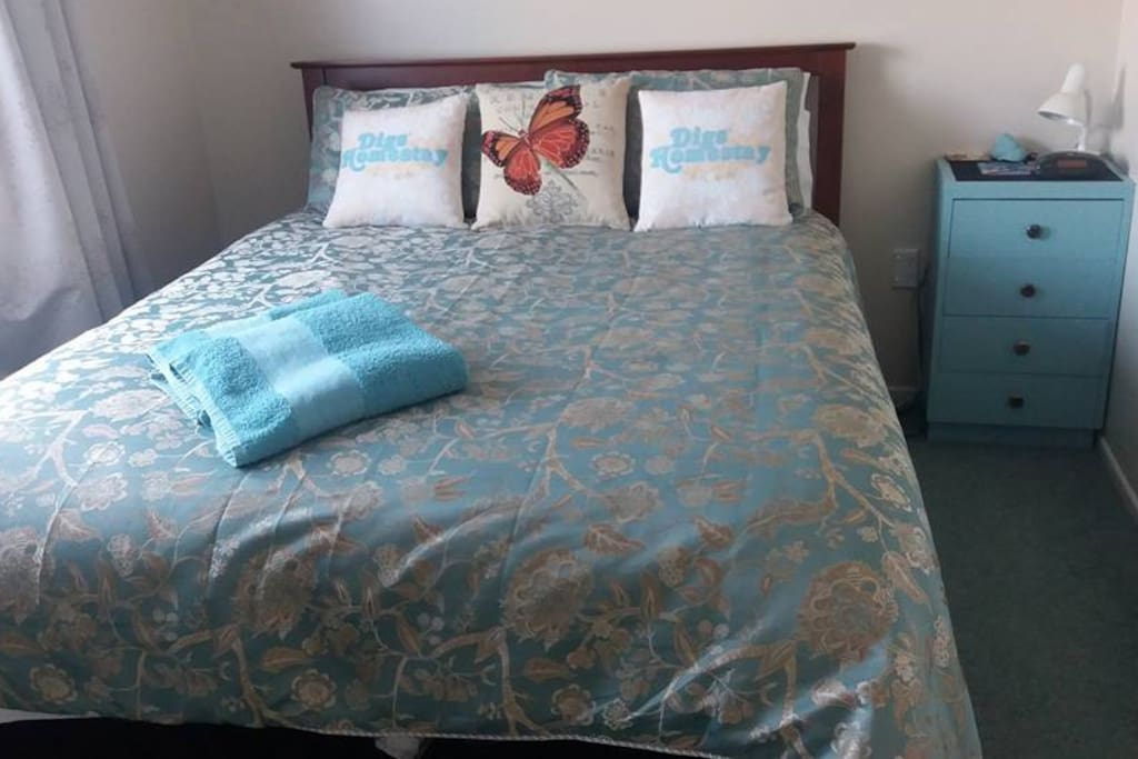 Queen bed - brand new in October 2017, motel quality linen used