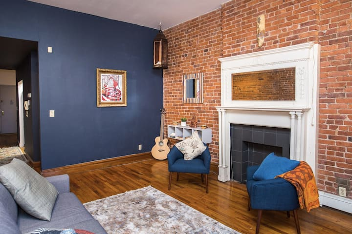 Large Room in Brownstone, heart of historic Harlem