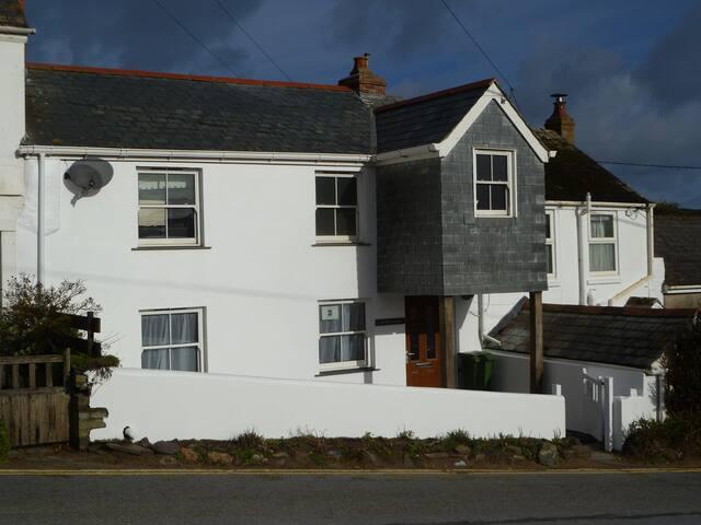 Beach Side Cornish Cottage