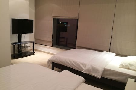 Twin Beds Room (Restroom Attached) - Dubai - Byt