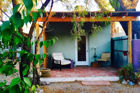 Southwest Casita minutes from UofA
