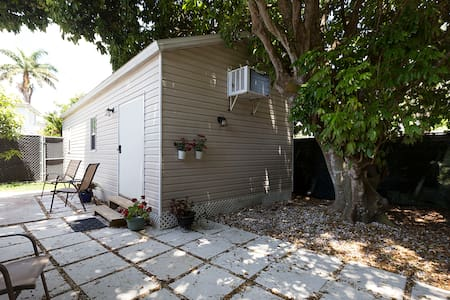 Private  Detached Guest House - Palmetto Bay