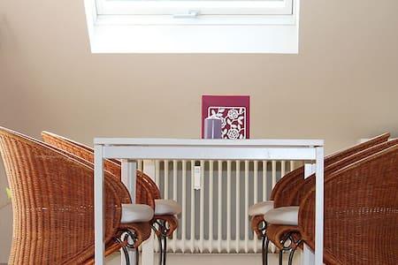 Ruhige und helle Wohnung in Plankstadt - Plankstadt - Apartment