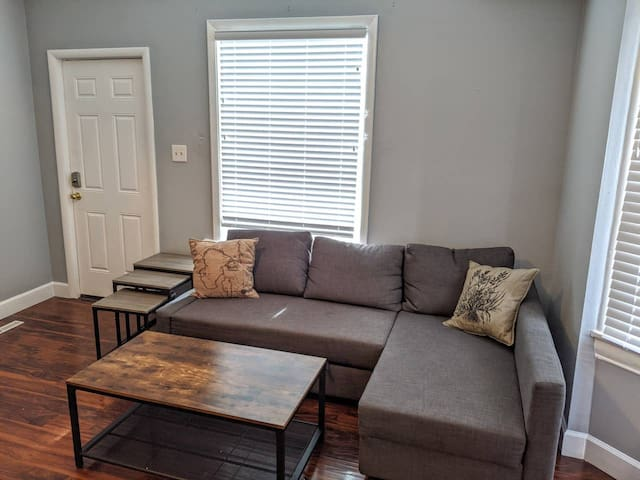 Urban 2 bedroom with King, Walk to Everything!