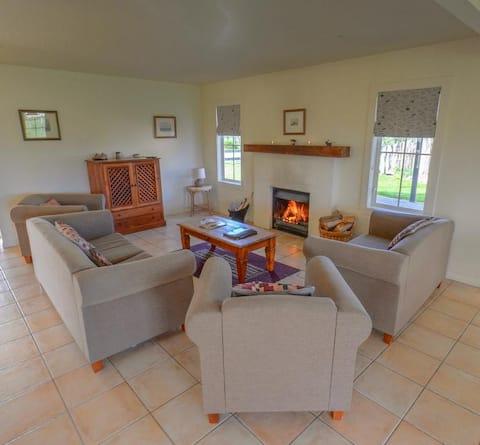 Two Bedroom Cottage @ Brackenridge Country Retreat