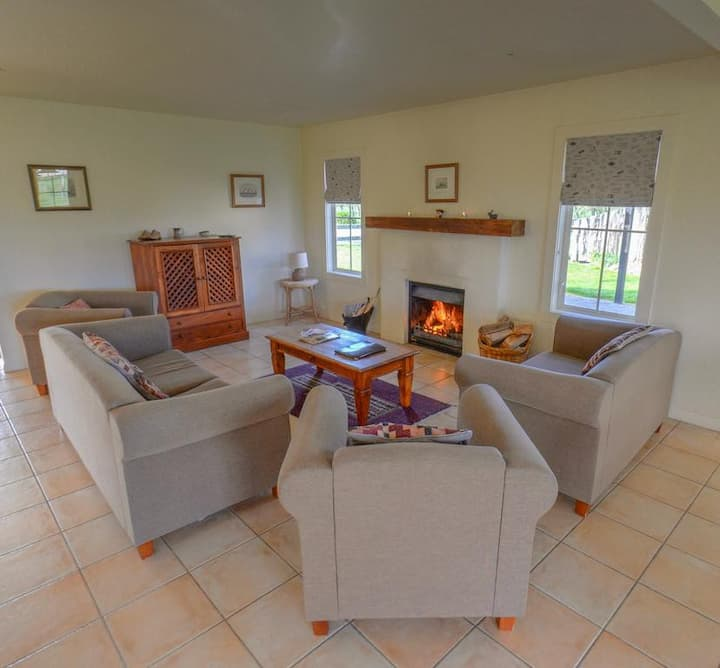 Two Bedroom Cottage @ Brackenridge Country Retreat
