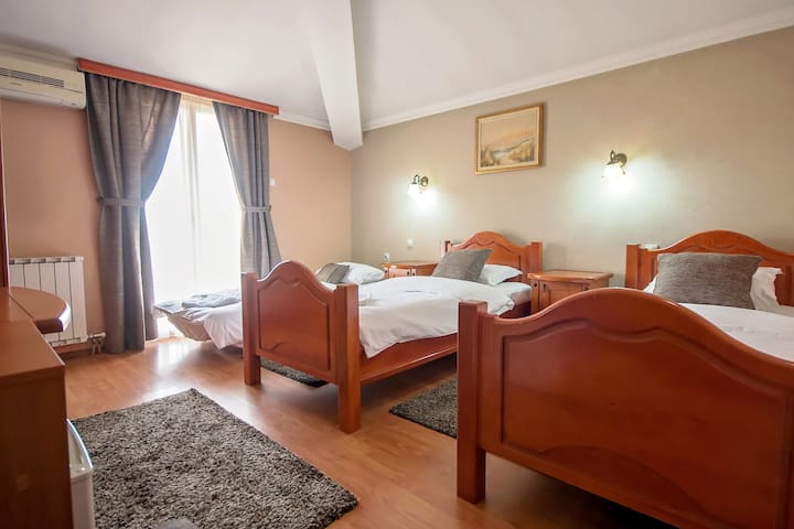 Twin room with breakfast 2