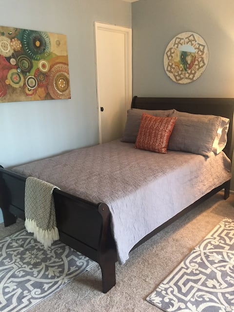 Cozy Private Bedroom w/Sunny Balcony - Culver City