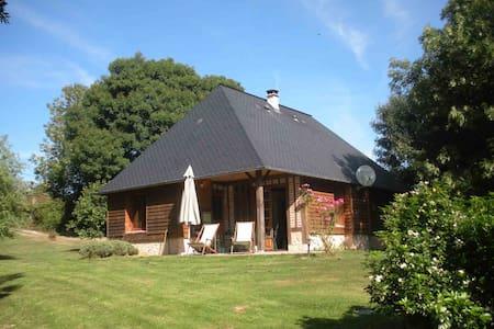 """gîte """"Claque-pépins"""" - Genneville - Huis"""
