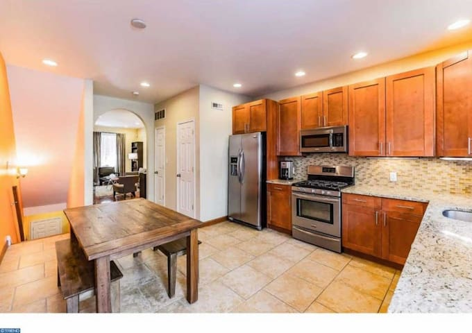 Eat-in Kitchen with table and 4 chairs