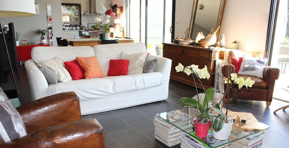 Maison moderne avec grand jardin près de Vannes