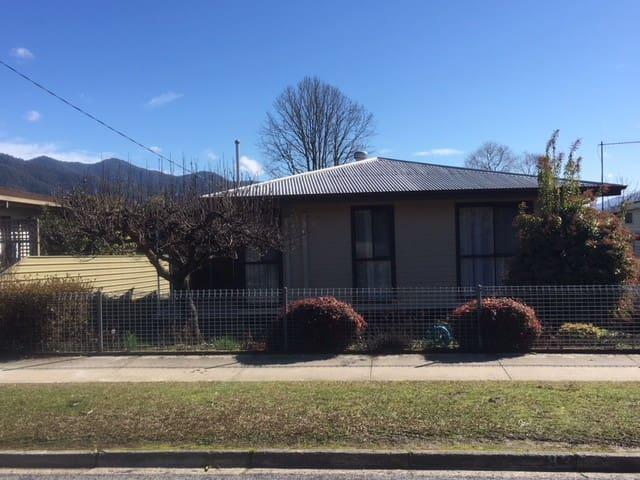 Mount Beauty Lakeside Avenue House
