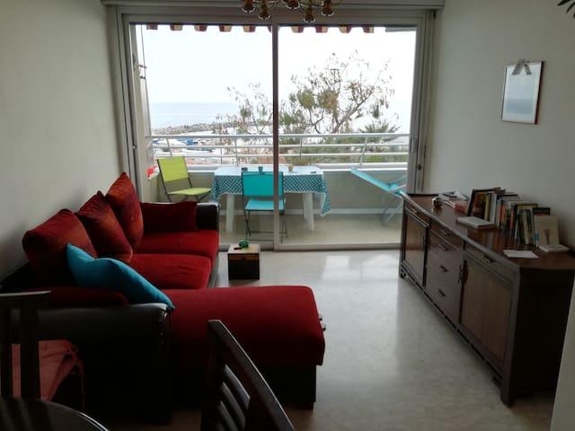 Bilocale ..con ampio balcone fronte mare