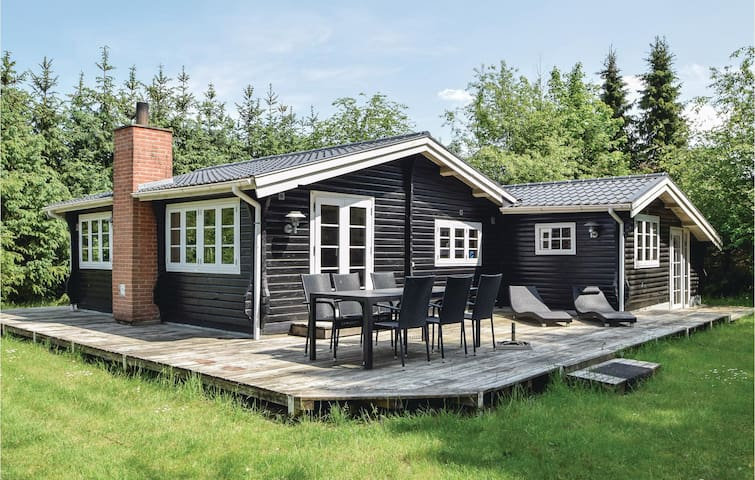 Holiday cottage with 2 bedrooms on 74m² in Fårvang