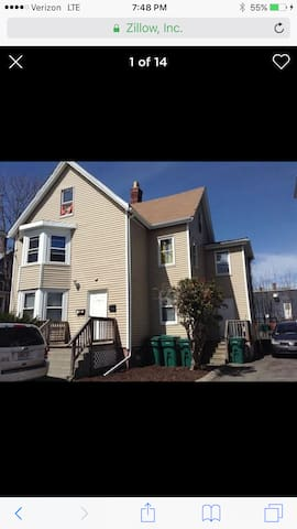 2 bedroom house 3min walk to ocean & nearBoston