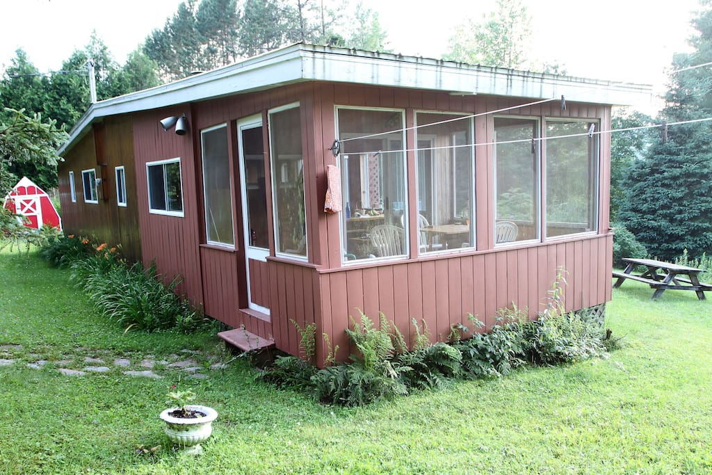 The screen porch is an asset base for sightseers
