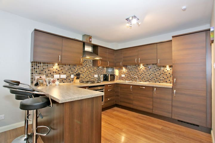 Stunning Apartment, close to ARI and city centre