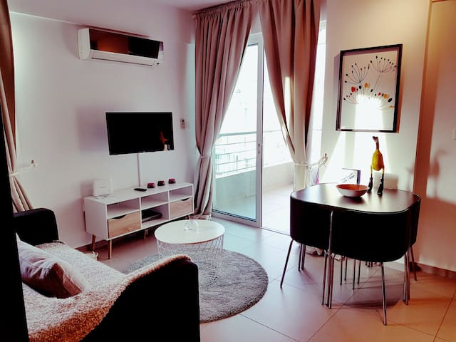 "The ""duck"" design studio apartment. - limassol  - Διαμέρισμα"