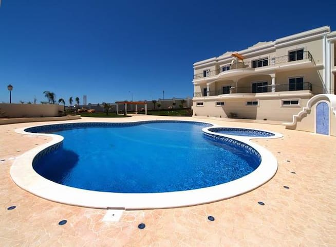 Luxurious 2 Bedroom Apartment with Pool & Sea View