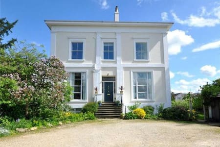 King-sized Period Penthouse in Central Cheltenham! - 切尔滕纳姆 - 公寓