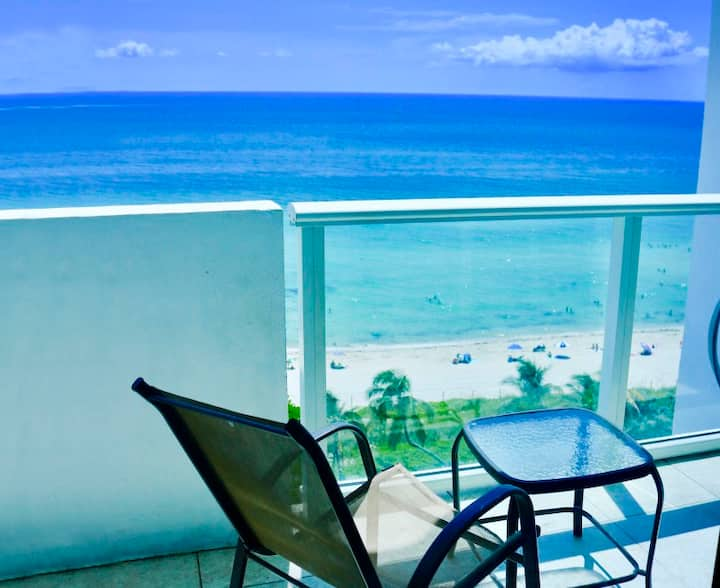 Balcony On The Ocean! Pool, Beach, Free Parking!
