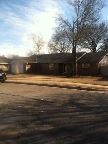 Spacious, brick home with large deck and hot tub - Bartlesville