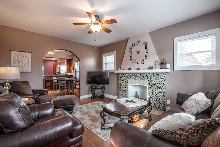 New & CHARMING-Close to EVERYTHING in Louisville!