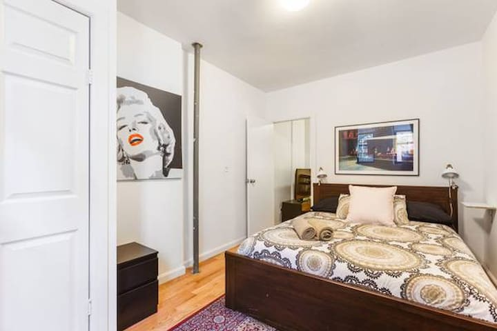 Queen Bed Suite near E Village - So Cozy! So Chic!