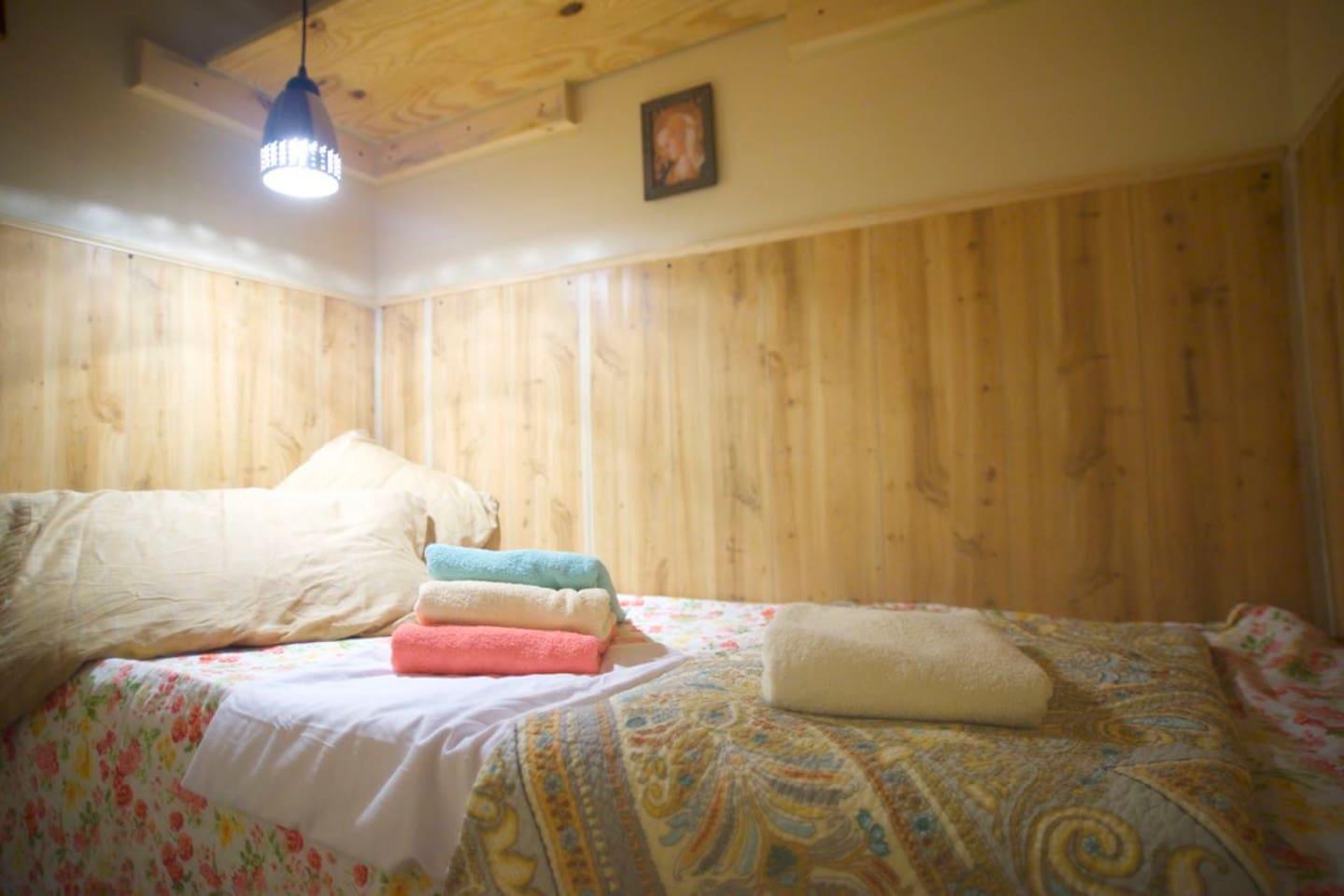 An individual pod room