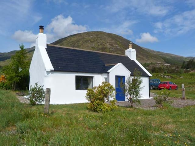 1A KYLERHEA, pet friendly, with open fire in Broadford, Ref 17274