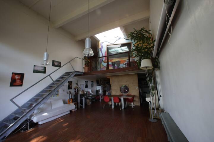 1 room in a beautiful Loft close to Paris