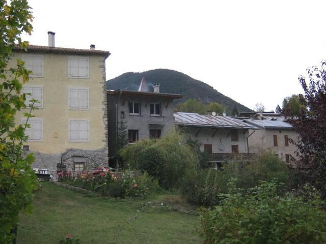 GRANDE MAISON DE VILLAGE - Thorame-Basse - Szeregowiec