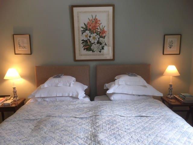 Cottage bedroom, hamlet, charm, wonderful host!