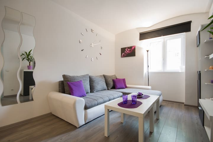 PROMO!! Purple Haze Central Apt+free pocket WiFi