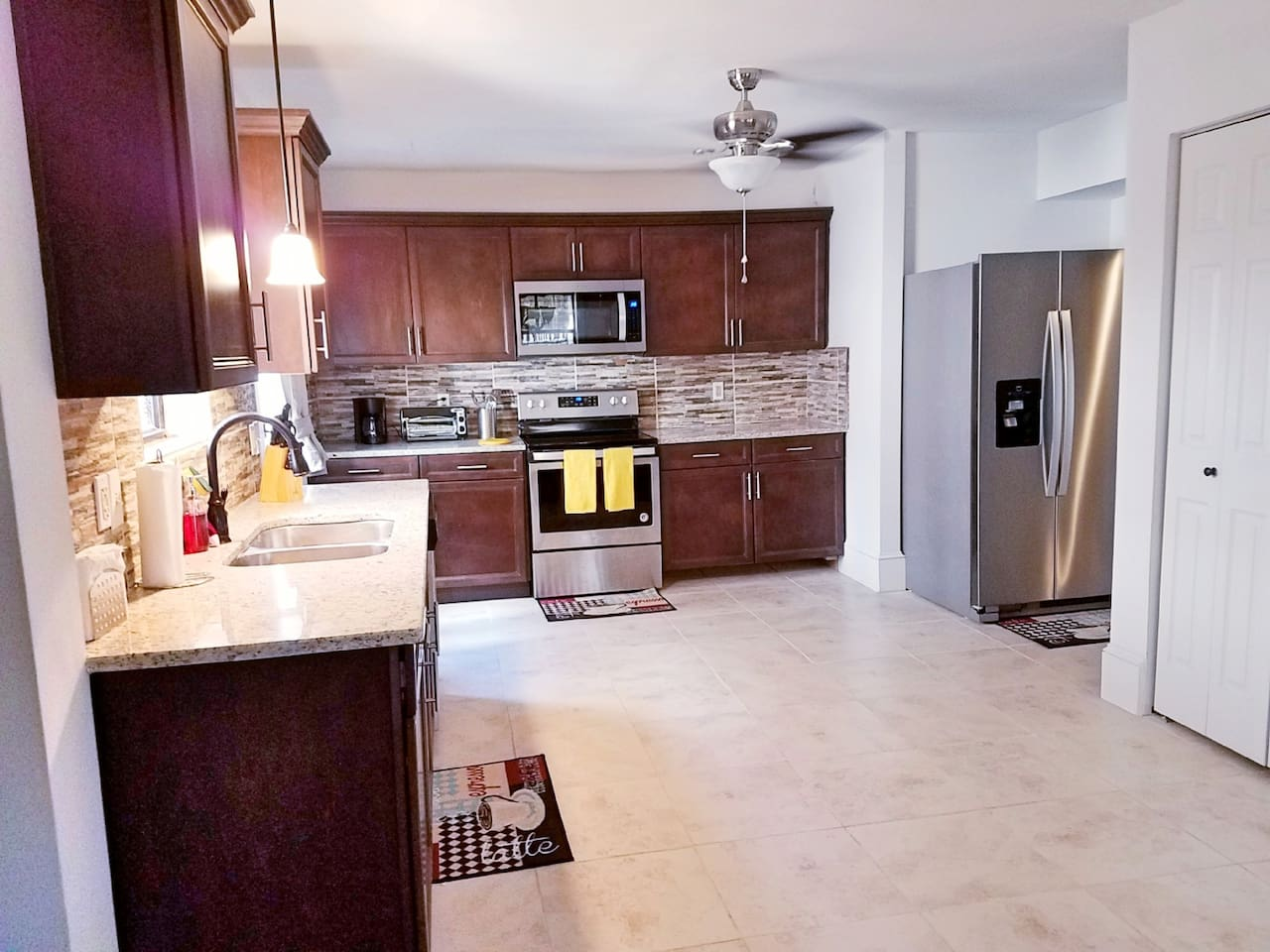 Fully equipped large, open kitchen w/ cookware & dishware