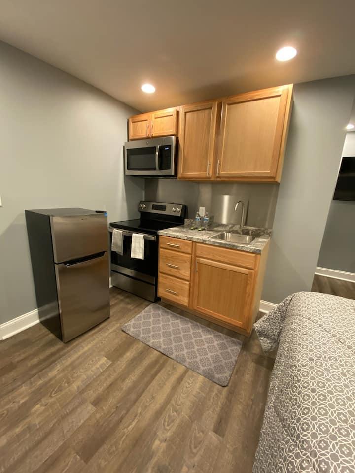 New -Clean, Simple, Cheap, 2nd Floor Studio Apt #4