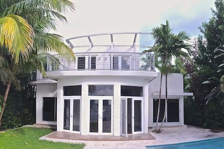 Villa Lausanne - マイアミビーチ
