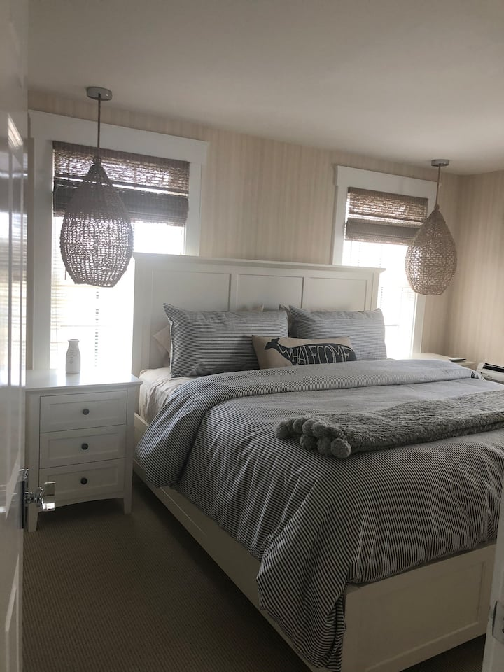 New listing- all new furniture and bedding