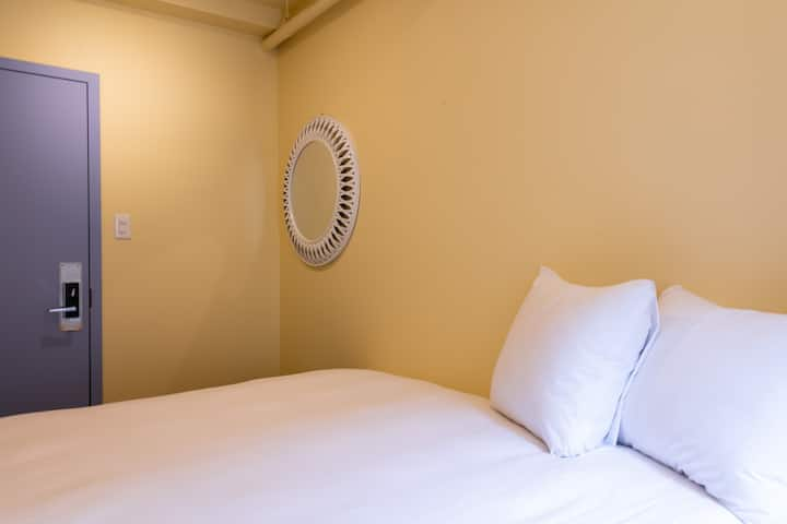 QBEDS Hostel - Amazing location! Private Queen