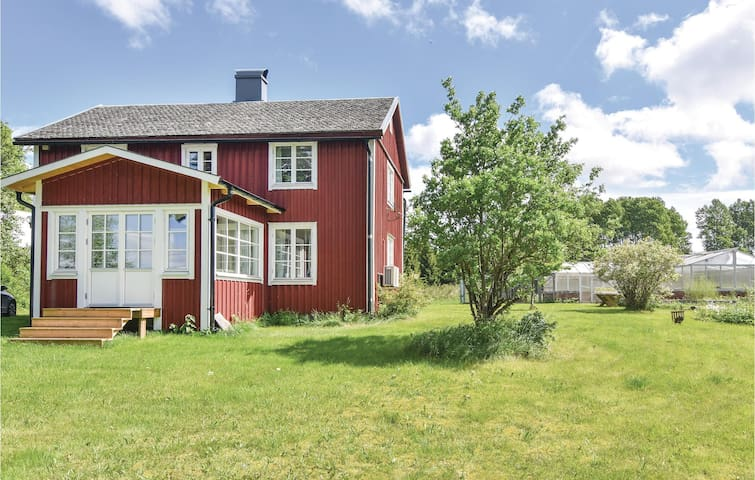 Holiday cottage with 2 bedrooms on 115m² in Dalskog